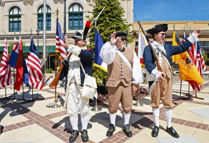 Revolutionary War Uniforms and Colonial Clothing Resources